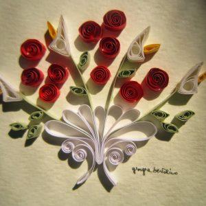 Close-up bouquet rose rosse stilizzate - www.quillingmesoftly.com