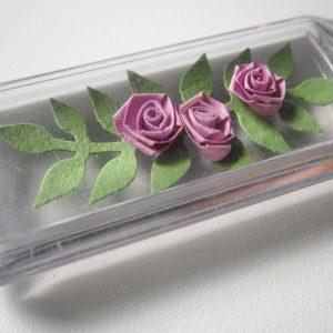 Portachiavi con rose viola - www.quillingmesoftly.com