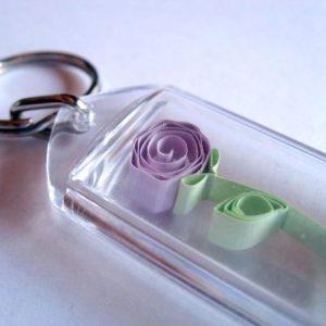 Portachiavi con fiore viola - www.quillingmesoftly.com