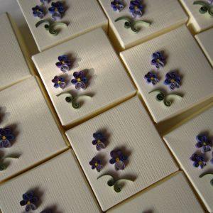 Serie scatole bomboniere con violetta - www.quillingmesoftly.com